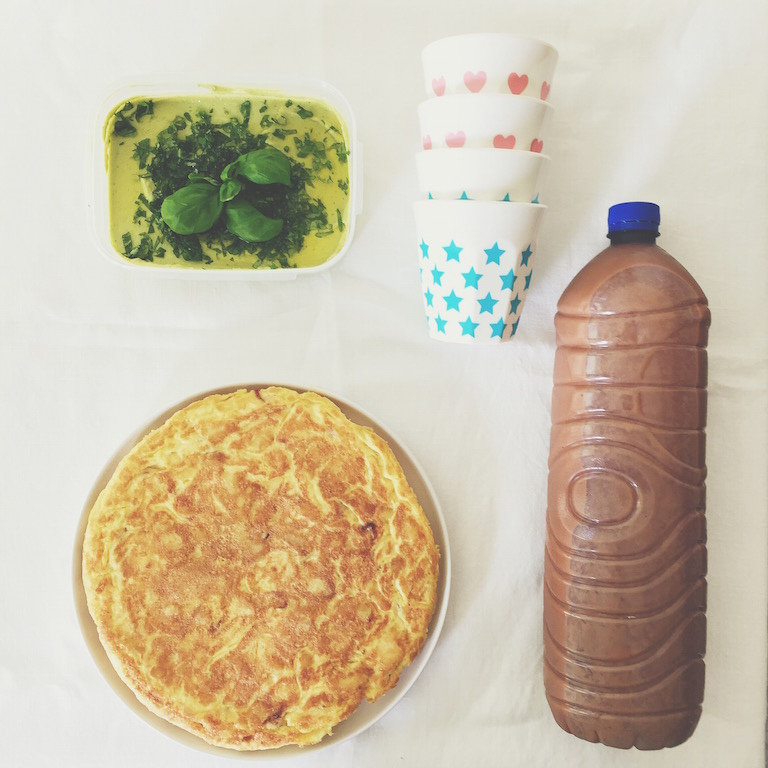 The proof: 2L of gazpacho, a spanish omelet and avocado hummus ready to feed the city! (Foto: Alimentarte - Instagram)